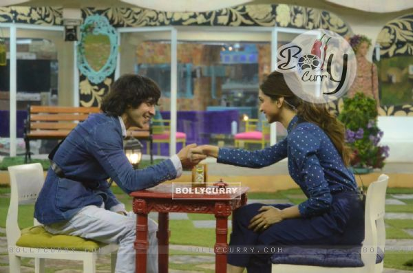 Rishab Sinha Spends Time with Deepika Padukone on a Date in Bigg Boss 9 House (385441)