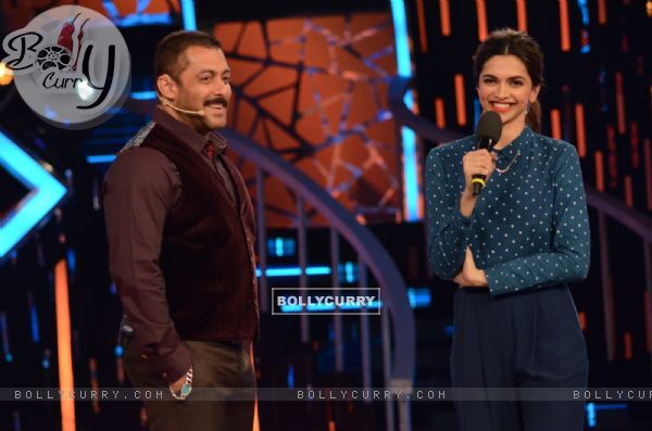 Deepika Padukone Promotes Tamasha on Bigg Boss 9- Double Trouble