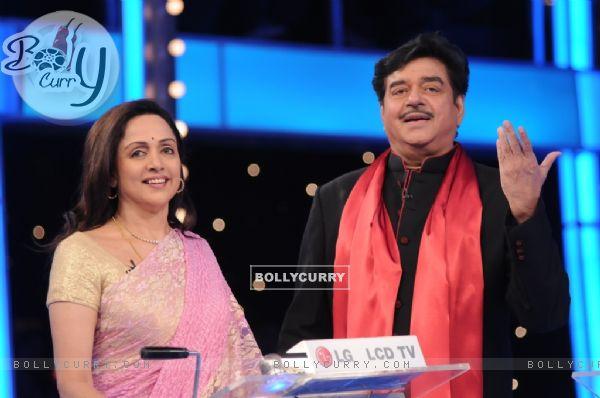 Shatrughan Sinha and Hema Malini in 10 Ka Dum