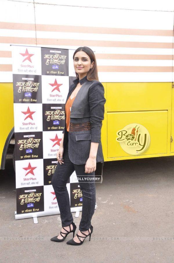 Parineeti Chopra on the sets of Aaj Ki Raat Hai Zindagi Show