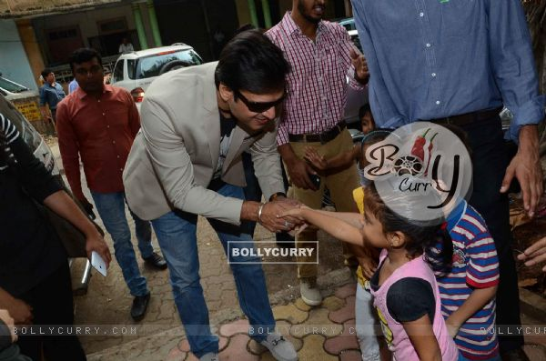Vivek Oberoi Greets Kids at Cover Launch of Society Magazine