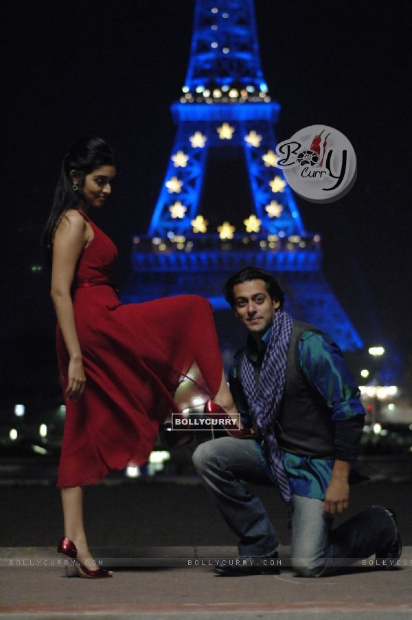A still image of Salman and Asin