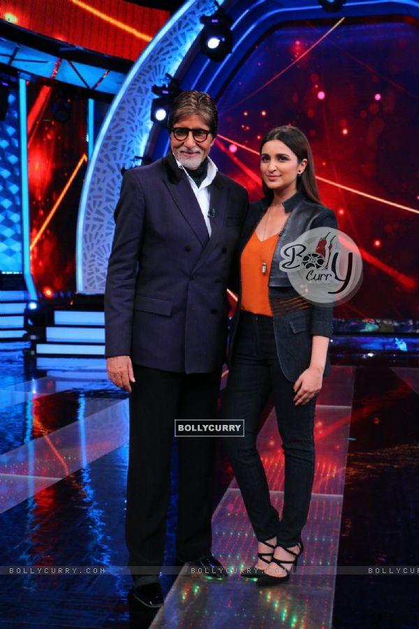 BigB and Parineeti Chopra at 'Aaj Ki Raat Hai Zindagi' Show