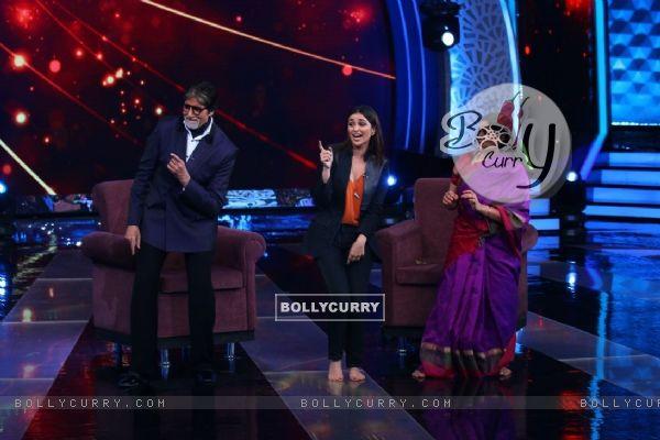 BigB and Parineeti shaking a leg at 'Aaj Ki Raat Hai Zindagi' Show