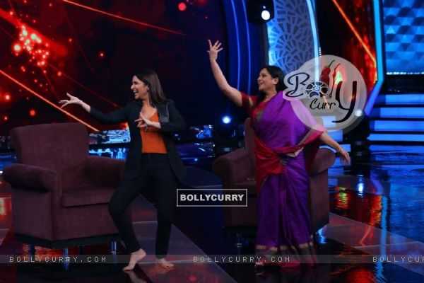 Parineeti dancing at 'Aaj Ki Raat Hai Zindagi' Show