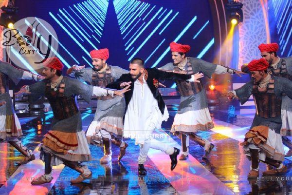 Ranveer Singh performing at 'Aaj Ki Raat Hai Zindagi' Show