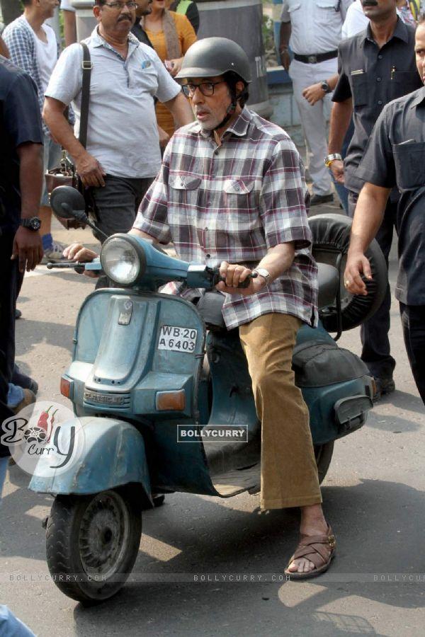 "Amitabh Bachchan during shoot of Sujoy Ghosh's ""Te3n"""
