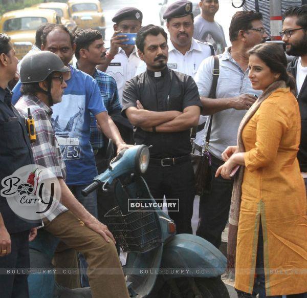 Amitabh Bachchan, Nawazuddin and Vidya Balan during shoot at Kolkata