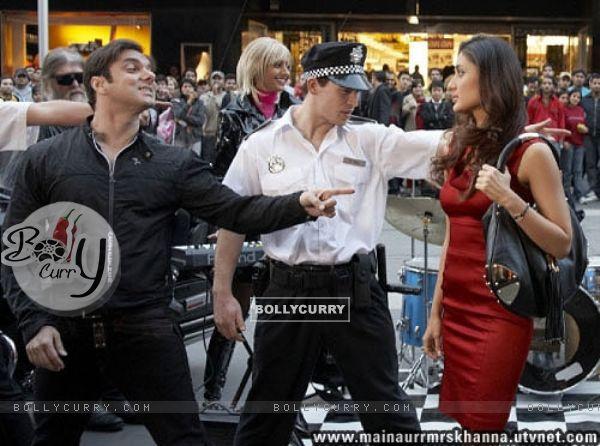 A still image of Sohail Khan and Kareena Kapoor