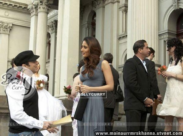Kareena Kapoor talking to Sohail Khan