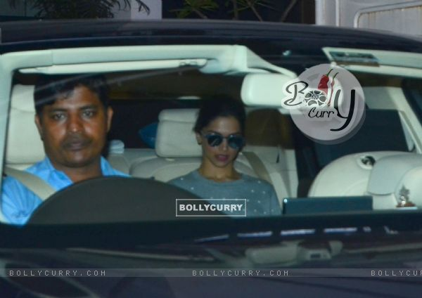 Deepika Padukone Leaves for Dubbing of Bajirao Mastani (387009)