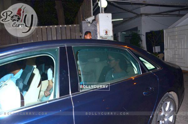 Deepika Padukone Leaves after Dubbing of Bajirao Mastani (387012)