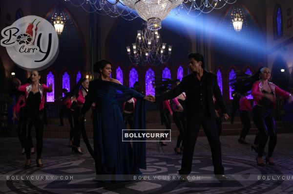 Shah Rukh Khan and Kajol in a Dance Scene - A still from Dilwale (387389)