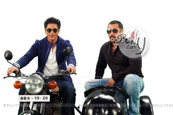 Shah Rukh Khan and Salman Khan on Bigg Boss 9 - 19th and 20th Dec