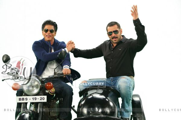 Shah Rukh  and Salman Comes together for Bigg Boss 9 - 19th and 20th Dec