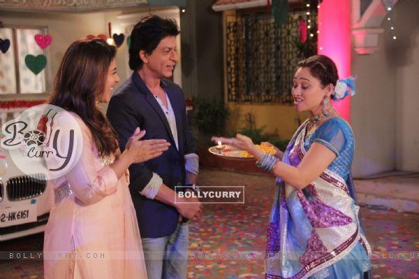 Shah Rukh Khan and Kajol Visits Taarak Mehta Ka Ooltah Chashmah Sets (388111)