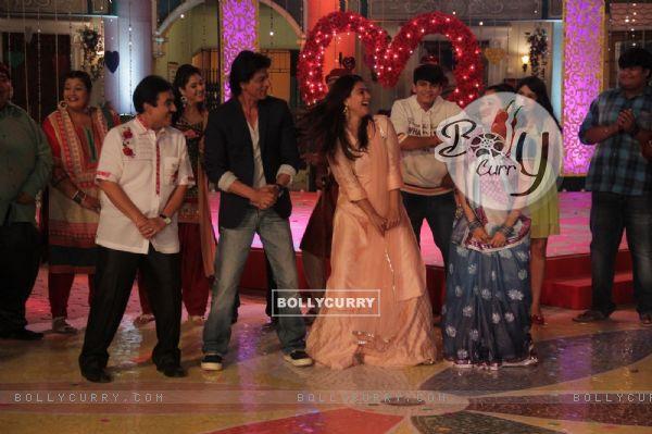 Shah Rukh Khan and Kajol Visits Taarak Mehta Ka Ooltah Chashmah Sets (388112)