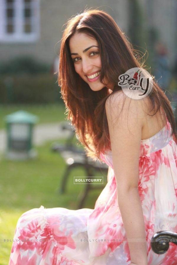 Yami Gautam Looks Elegant Beauty in Yahin Hoon Main Music Video