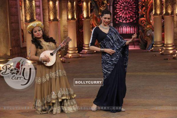 Bharti Singh and Deepika Padukone at Promotions of Bajirao Mastani on Comedy Nights Bachao (388424)