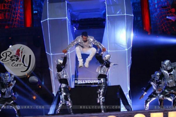 Varun Dhawan's Grand Performance at Stardust Awards 2015
