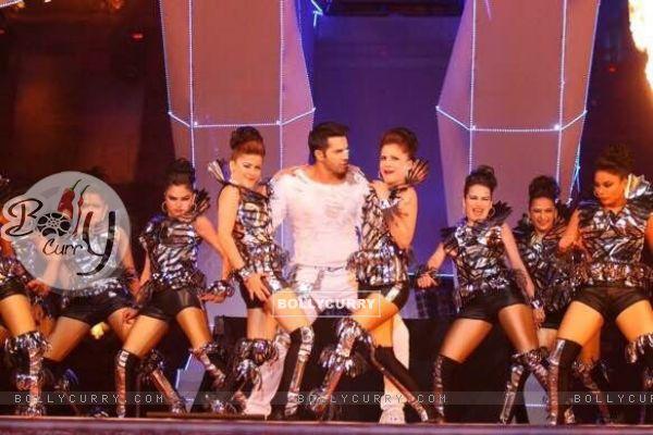 Varun Dhawan's Grand Performance at Stardust Awards 2015