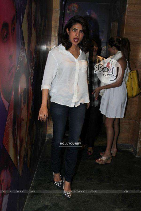 Priyanka Chopra Watches Bajirao Mastani (389455)