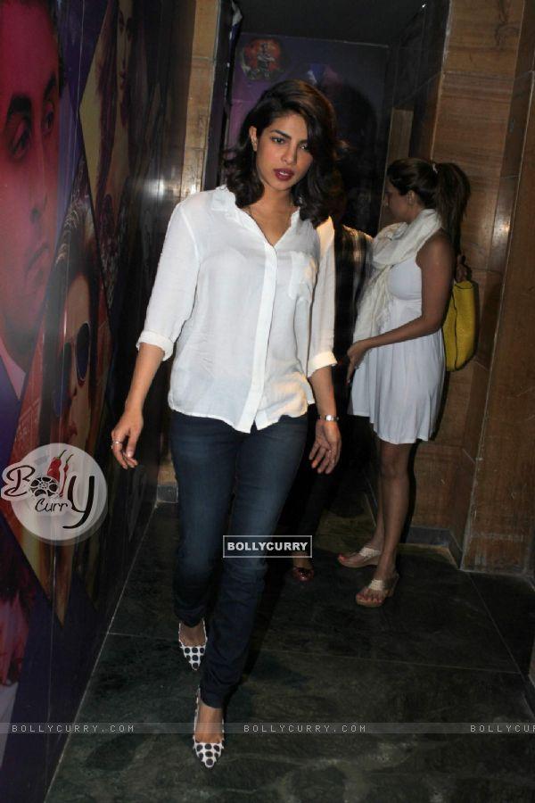 Priyanka Chopra Watches Bajirao Mastani (389456)