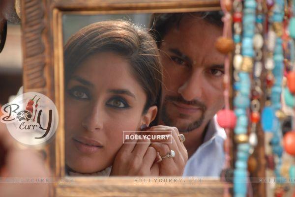 Saif Ali Khan looking Kareena constantly