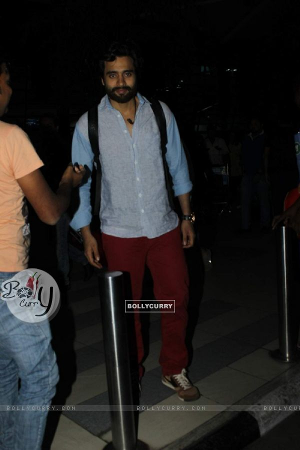 Jackky Bhagnani Snapped at Airport