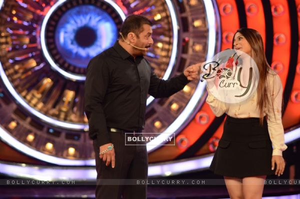 Bigg Boss 9: Salman Khan and Tanishaa Mukerji