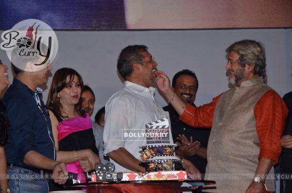 Mahesh Manjrekar, Nana Patekar and Sunil Barve at Success Bash of 'Natsamrat'