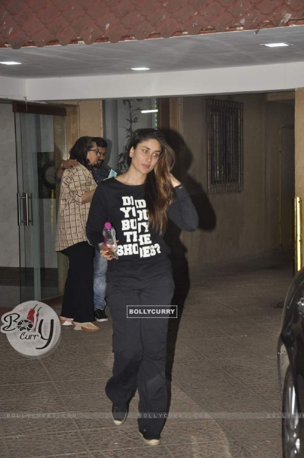Kareena Kapoor Snapped at Bandra