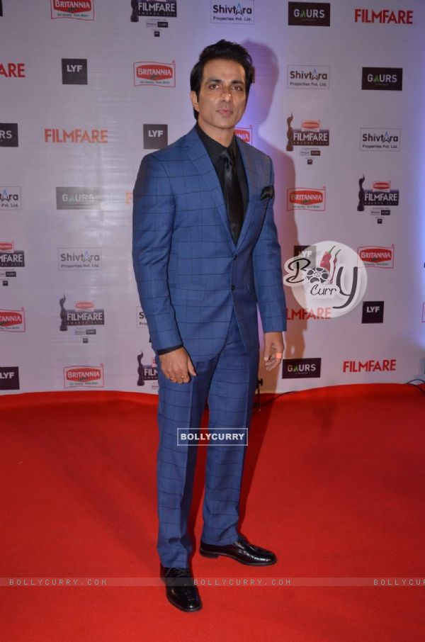 Sonu Sood at Filmfare Awards 2016