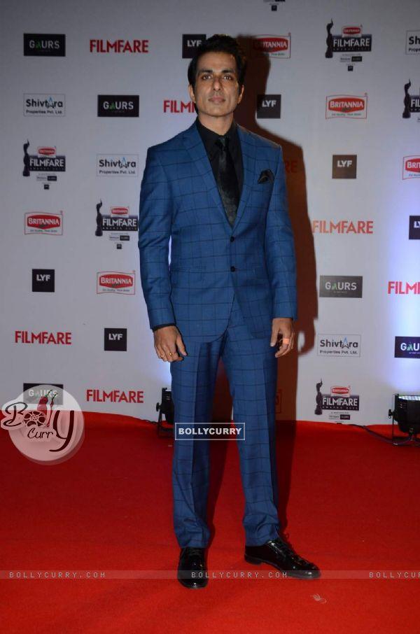 Sonu Sood at Filmfare Awards 2016