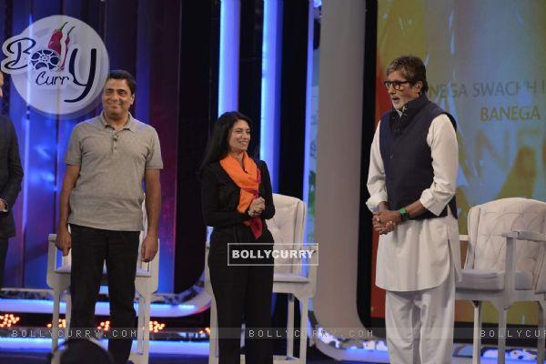 Ronnie Screwvala, Zarina Mehta and Amitabh Bachchan at NDTV Cleanathon