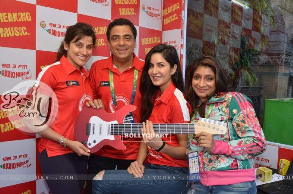Katrina Kaif and Ronnie Screwvala at Mumbai Marathon