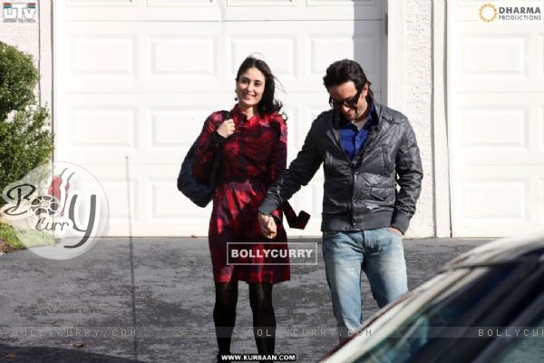 Kareena Kapoor and Saif Ali looking happy