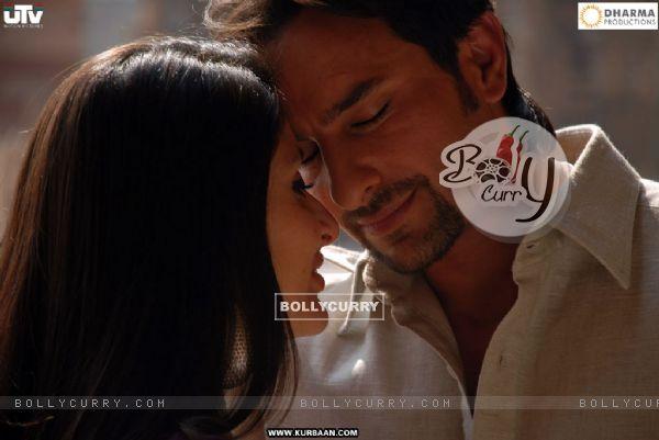Saif Ali and Kareena in romantic mood