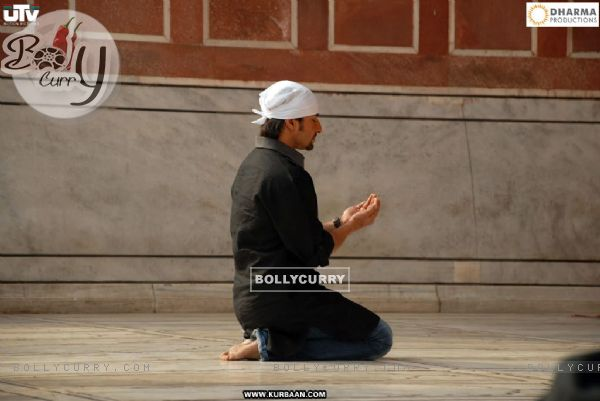 Saif Ali Khan doing namaz