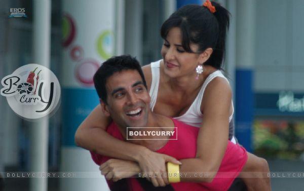 Sweet and lovely scene of Akshay and Katrina