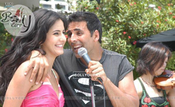 Akshay sing a song for Katrina