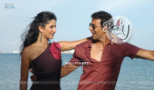 Romantic scene of Akshay and Katrina