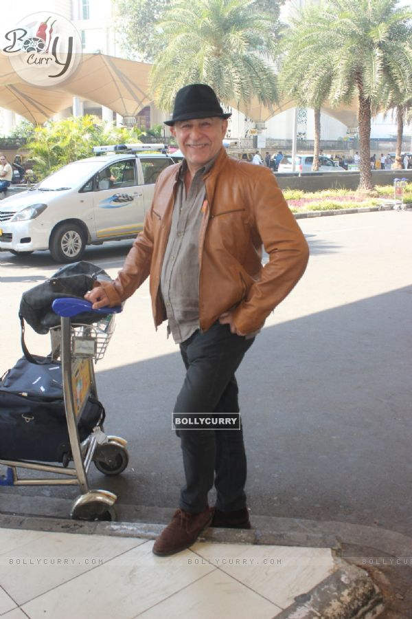 Dalip Tahil Snapped at Airport