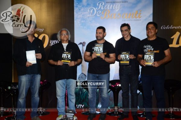 Aamir Khan and Ronnie Screwvala at Reunion of Rang De Basanti Team for 10years Celebrations