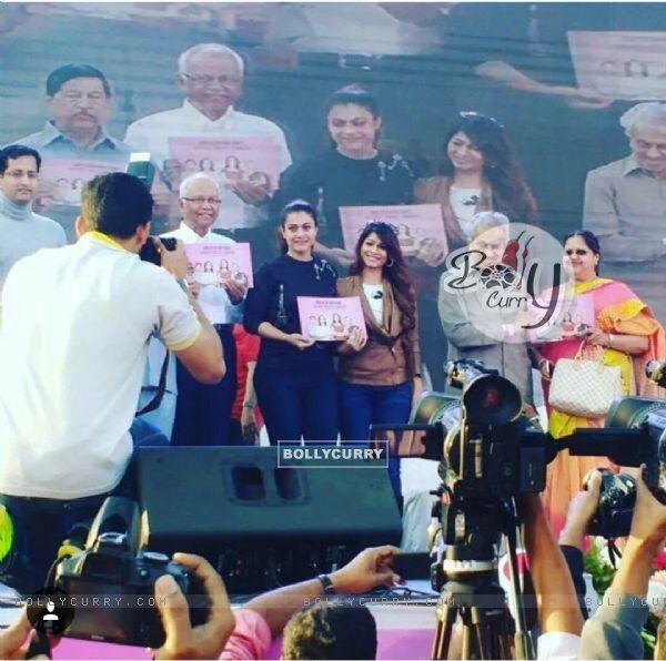 Tanishaa Mukerji & Kajol supports Breast Cancer Awareness at Our Marathon by NGO Prashanti
