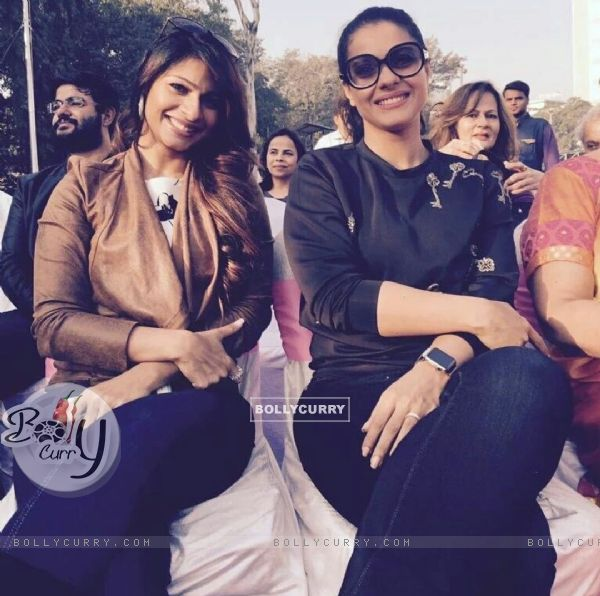 Tanishaa Mukerji & Kajol supports Breast Cancer Awareness at Our Marathon by NGO Prashanti