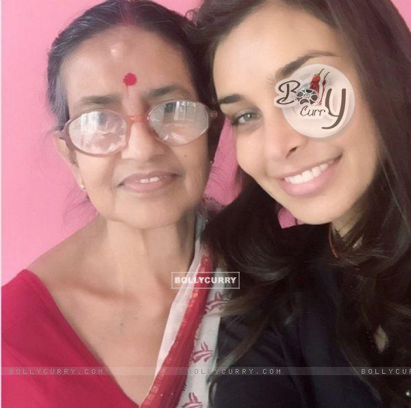 Lisa Ray with Kakibai in Kolkata
