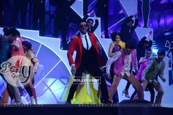 Ranveer Singh Performs at Filmfare