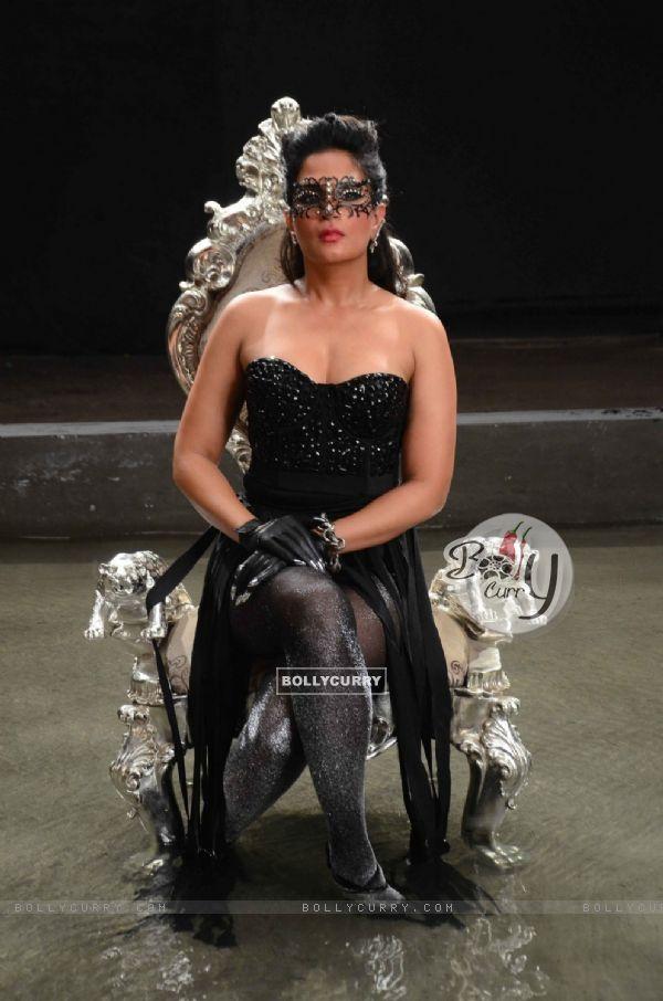 Richa Chadda Looks Stunning at Launch of film 'Cabaret' & On Location Shoot!