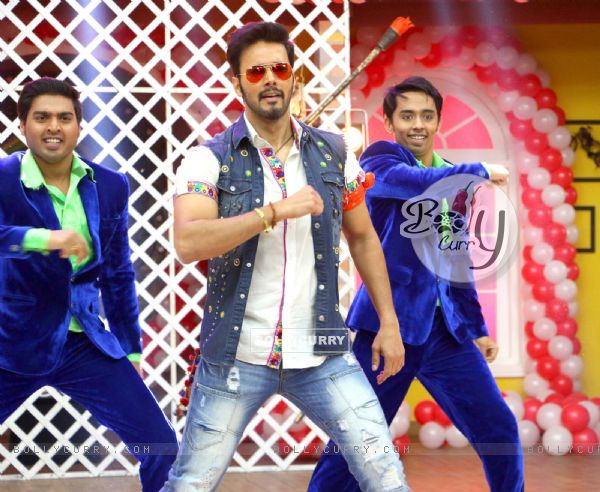 Rajneesh Duggal Performs at Promotions of 'Direct Ishq' on Comedy Classes